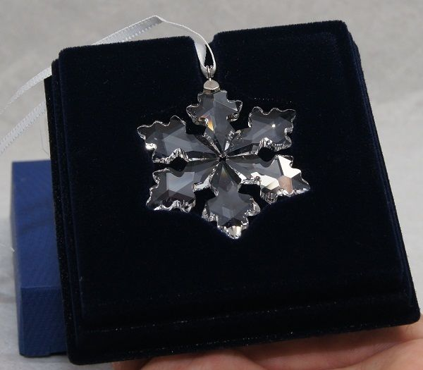 swarovski-crystal-2016-annual-christmas-little-star-snowflake-_57
